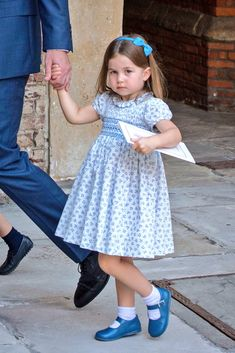 Princess Charlotte Appears to Sass Photographers at Prince Louis' Christening!: Photo The new Royal Baby Prince Louis had his christening this week, and fans can't stop talking about one moment between Princess Charlotte, and the press photographers… Princesa Charlotte, Princesa Kate, The Duchess, Duchess Of Cambridge, Royal Princess, Prince And Princess, Little Princess, Lady Diana, Kate Middleton Daughter