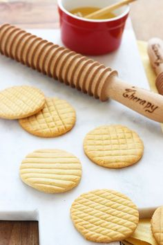 Honey cookies (dairy free) Biscotti al miele senza burro Honey Cookies, Biscotti Cookies, Biscotti Recipe, Galletas Cookies, Easy Cookie Recipes, Sweet Recipes, Baking Recipes, Cake Calories, Chocolate Filling