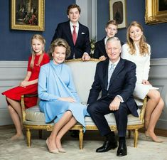 New family portraits released by the Belgian Royal Court in connection with Princess Elisabeth's birthday💙 Hm The Queen, Royal Queen, King Queen, Casa Real, Family Portraits, Family Photos, Royal Court, Elisabeth, Prince And Princess