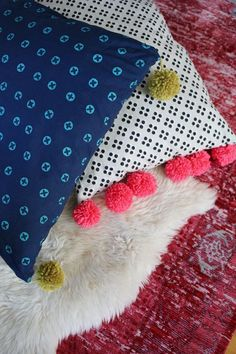 45 Fun DIY pillows : DIY Pillows and Fun Pillow Projects DIY PompomOversized Floor Pillow Tutorial Creative, Decorative Cases and Covers, Throw Pillows, Cute and Easy Tutorials for Making Crafty Home Decor Sewing Tutorials and No Sew Ideas for Room a Sewing Pillows, Diy Pillows, How To Make Pillows, Throw Pillows, Pillow Ideas, Pillow Crafts, Oversized Floor Pillows, Giant Floor Pillows, Floor Cushions