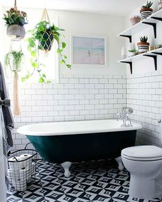 Builder Grade, Clawfoot Bathtub, Cabin Homes, Danish Modern, Baden, Ikea, Upholstery, Activities, Bedroom Ideas