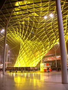 Nuova Fiera Milano (Architect Massimiliano Fuksas) - Porta Est notturno (east gate by night) photo 3 (yellow light) Light Architecture, Architecture Design, Tree Structure, San Giacomo, Night Photos, Bed And Breakfast, My Favorite Color, Lighting Design, Exterior Design