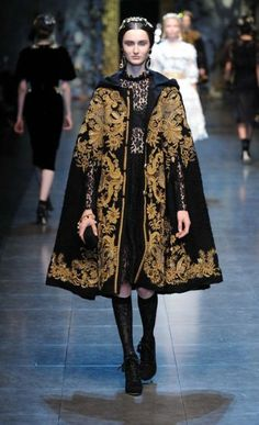 3. Dolce & Gabbana Winter 2012: this look was inspired by the term Guardaroba from the Italian Renaissance, with its total of 3 garments, two layers for indoors and a mantle for outdoors