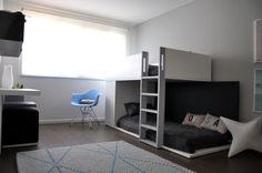 INSPIRATION. Photo d'une chambre de garçon réalisée avec les meubles BM Plural. La chambre comprend également le luminaire SLIDE S...