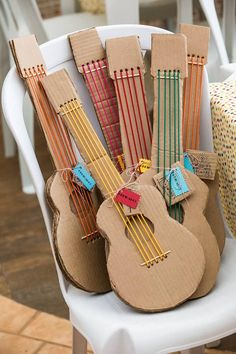 diy knutselen handicrafts with cardboard: over 15 funny ideas . - diy knutselen Crafts with cardboard: over 15 fun ideas from cardboard – - Cardboard Guitar, Cardboard Toys, Cardboard Crafts Kids, Recycled Crafts For Kids, Recycled Art, Instrument Craft, Musical Instruments, Music Crafts, Fun Crafts