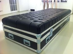 Google Image Result for http://www.laerre.com/images/flight_cases/ARREDAMENTO_18/DIVANO%20IN%20CASE%20-%201.JPG