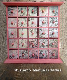 Cajonera de madera decorada por encargo con pintura acrílica y papel vintage.  www.misuenyo.com / www.misuenyo.es