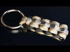 How to make an easy paracord keychain with little paracord - Modern Paracord Bracelet Survival, Paracord Keychain, Paracord Bracelets, Bracelets For Men, Fashion Bracelets, Knot Bracelets, Survival Bracelets, Paracord Braids, Horse Accessories