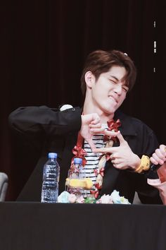 """seongwu when he says """"jeojang"""" to resembles jihoon"""