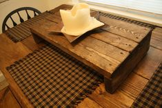 Prim style table riser