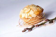Banánové muffiny s ovesnými vločkami, kokosem a mandlemi | Moučníky a dezerty | Femina.cz Snack Recipes, Snacks, Garlic, Chips, Sweets, Vegetables, Breakfast, Food, Cupcake