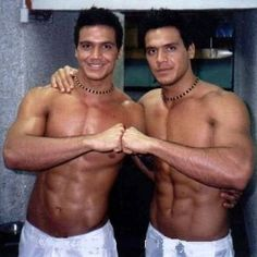 Longe da TV, gêmeos Flávio e Gustavo vendem imóveis para famosos nos EUA #Band, #Brasil, #Celebridades, #Compra, #Famosos, #Fotos, #Gente, #Humorista, #Instagram, #Mulheres, #Neymar, #Programa, #Ronaldo, #Sucesso, #Tv, #ValMarchiori http://popzone.tv/longe-da-tv-gemeos-flavio-e-gustavo-vendem-imoveis-para-famosos-nos-eua/