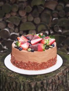 Live to Bake: Čokoládová torta s jahodami