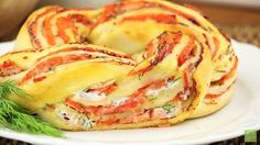 Pizza roll with salmon - a bite out of this and your guests will thank you. Newsner give you the news that truly matters to you! Fish Recipes, Vegan Recipes, Snack Recipes, Cooking Recipes, Savory Pastry, Savoury Baking, Food Porn, Brunch, Good Food