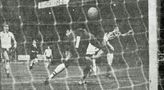 Norwich City 0 Everton 1 in Dec 1978 at Carrow Road. Mick Lyons scores the only goal #Div1