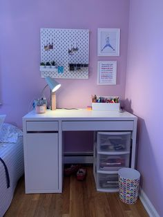 Teen girl bedrooms, styling reference number 4630139532 for simple room design. Study Room Decor, Cute Room Decor, Room Ideas Bedroom, Teen Room Decor, Home Office Decor, Home Decor, Desk In Bedroom, Ikea Teen Bedroom, Diy Bedroom Decor For Teens