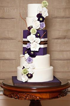 Love the purple square in between the tiers..but with real flowers