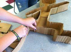 keith haring: paper mache pop art figure sculptures - {Teach with an artitude} Cardboard Sculpture, Cardboard Art, Paper Sculptures, 3d Art Projects, Keith Haring Art, Pop Art Artists, Middle School Art Projects, Sculpture Lessons, Art Curriculum