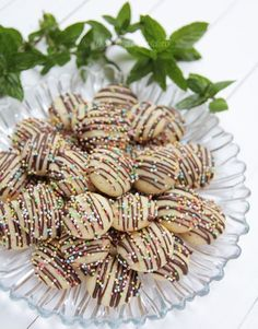 Fursecuri fragede cu ciocolata My Recipes, Cookie Recipes, Jacque Pepin, Yule Log, Romanian Food, Pavlova, Christmas Baking, Cake Cookies, Food To Make