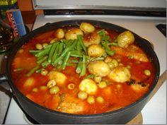 ESTOFADO DE POLLO.. mmm looks good. Appetizer Recipes, Appetizers, Peruvian Recipes, Mexican Food Recipes, Ethnic Recipes, Italian Cookies, Kfc, Kung Pao Chicken, Chana Masala