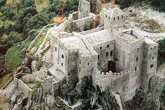 Château de Meyras dit de Ventadour. Meyras 07380. Languedoc. ©GB