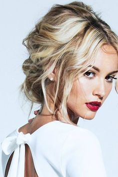 Love everything about this look: the classic red lip and the sexy tousled hair Messy Hairstyles, Pretty Hairstyles, Wedding Hairstyles, Wedding Hair And Makeup, Bridal Hair, Bridal Beauty, Hair Wedding, Bridal Makeup, Beauté Blonde