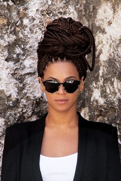 How to do box braids hairstyles? Find information and inspiration on different small, medium, big and jumbo Box Braids and Hairstyles for adults and kids. Box Braids Hairstyles, Protective Hairstyles, Hairstyles Haircuts, Summer Hairstyles, Protective Styles, Big Box Braids, Jumbo Box Braids, Box Braids Styling, Box Braids Updo