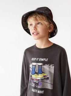 SKATE T-SHIRT Pretty Boys, Cute Boys, Kids Boys, Skate Shirts, Boys T Shirts, Graphic Tee Style, Graphic Tees, Fashion Kids, Skate Boy