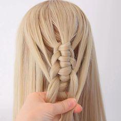 Easy Knotted Loop Crochet Braid – Tutorial Per Capelli Braided Hairstyles Tutorials, Twist Hairstyles, Mermaid Hairstyles, Hairstyles Videos, Diy Braids, Crochet Braids, Easy Hairstyle Video, Waterfall Hairstyle, Hair Knot