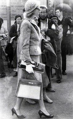 Grace Kelly at the Cannes Festival before meeting Prince Rainier © Retro/SIPA - The Kelly bag and Grace Kelly's influence