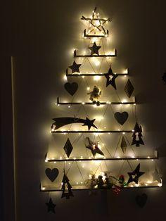 A Christmas tree on the wall!       #christmas