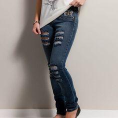 Linda calça customizada com detalhes com rasgos frente e taxas nos bolsos.  ░░░░░░░░ TABELA DE MEDIDAS ░░░░░░░░ Cintura: 36=28cm  38=33cm Quadril: 36=41cm  38=45cm Comprimento: 36=97cm  38=100cm ...