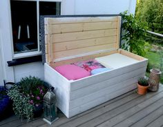 Look this awesome Garden bench Built In Ideas 3906740898 Garden Storage Bench, Diy Bench, Bench With Storage, Garden Benches, Cozy Backyard, Backyard Seating, Patio Furniture Cushions, Diy Furniture, Outside Benches