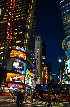 night at Times Square, Street, NYC. Ahhhh I wanna go back! Voyage New York, I Love Nyc, Quelques Photos, 42nd Street, City That Never Sleeps, Daily Pictures, Concrete Jungle, Most Beautiful Cities, Night Time