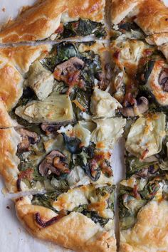 Spinach Mushroom and Artichoke Galette. So delicious and easy to make! Impress your family and friends with this savory tart. It's a perfect recipe for Easter Brunch! Healthy Weekly Meal Plan, Healthy Dinner Recipes, Vegetarian Recipes, Delicious Recipes, Healthy Food, Yummy Food, Tart Recipes, Cooking Recipes, Pizza Recipes