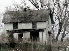 Abandoned House by angelandspot.deviantart.com  This house is located in rural Iowa.