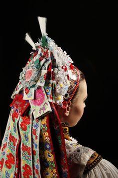 Accompanying a Kroj, Folk Headwear Shaman Woman, Unique Jobs, Historical Clothing, Folk Clothing, Costumes Around The World, Bridal Headdress, Folk Dance, Folk Costume, Textile Prints