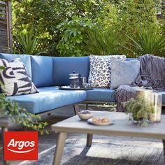 Garden Sofa, Garden Chairs, Garden Furniture, Outdoor Furniture Sets, Garden Cushions, Pallet Furniture, Back Garden Design, Backyard Garden Design, Patio Design