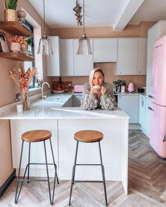 Small Kitchen Diner, Small Open Plan Kitchens, Open Plan Kitchen Living Room, Small Apartment Kitchen, Breakfast Bar Small Kitchen, Latest Kitchen Designs, Grey Kitchen Designs, Kitchen Room Design, Kitchen Decor