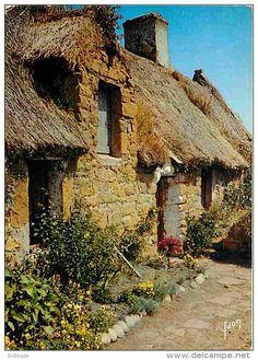 maison couverte en chaume  à Bréhat