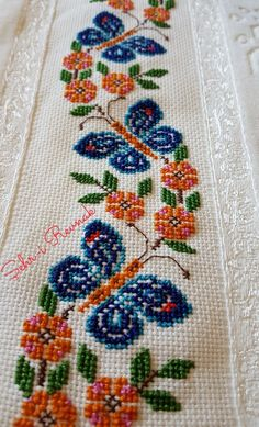 Polish Folk Art, Cross Stitch Flowers, Christmas Cross, Beaded Embroidery, Diy Crafts, Jordan Dress, Santa Cross Stitch, Cross Stitch Embroidery, Fabric Painting
