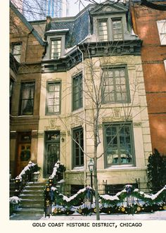 Adorable French-style townhouse in the Gold Coast neighborhood of Chicago Chicago Brownstone, Brownstone Homes, Old Town Chicago, Chicago House, Georgian Style Homes, French Style Homes, Townhouse Exterior, Chicago Neighborhoods, French Architecture