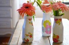 Esta fácil decoupage em garrafas de vidro deixa a sua garrafa linda e é um artesanato barato