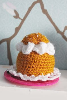 "Crochet Swedish ""semla"", free pattern in Swedish. Crochet Food, Knit Crochet, Cream Bun, Food Patterns, Edible Food, Chrochet, Crochet Designs, No Bake Cake, Baby Toys"