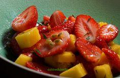 La fraise s'accorde très bien avec les fruits exotiques, ici mangue et passion. Un dessert qui pétille de fraîcheur en fin de repas. Fruit Salad, Muffins, Passion, Dessert, Food, Strawberry Fruit, Exotic Fruit, Meal, Fruit Salads
