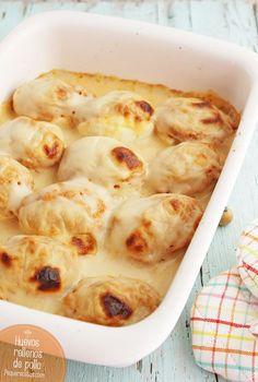 Huevos rellenos de pollo. La receta de huevos rellenos de pollo con bechamel es una receta fácil, ideal como aperitivo o primer plato. Aprende a preparar huevos rellenos de pollo.