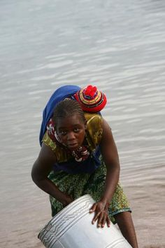 Pictures of Africa: Woman Washing Pots, lake Malawi