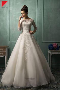 Basically my future wedding dress because ugh!!! Yasss especially with an open back. Like yassssss