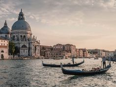 Venice is one of the most amazing cities of Italy. If you are in Italy for some reason, you must find a way to visit Venice. There are 10 things to do in Venice 🙂 Voyager C'est Vivre, Week End En Amoureux, Cities In Italy, Voyage Europe, Santa Lucia, Grand Canal, Northern Italy, Best Cities, Amalfi Coast