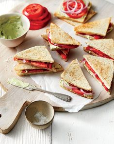 Tea Sandwiches Tomato Tea Sandwiches Recipe from Southern Living What better way to use fresh summer tomatoes!Tomato Tea Sandwiches Recipe from Southern Living What better way to use fresh summer tomatoes! Tea Sandwiches, Delicious Sandwiches, Cucumber Sandwiches, Tomato Sandwich, Appetizer Sandwiches, Easter Appetizers, Appetizer Recipes, Party Appetizers, Healthy Appetizers